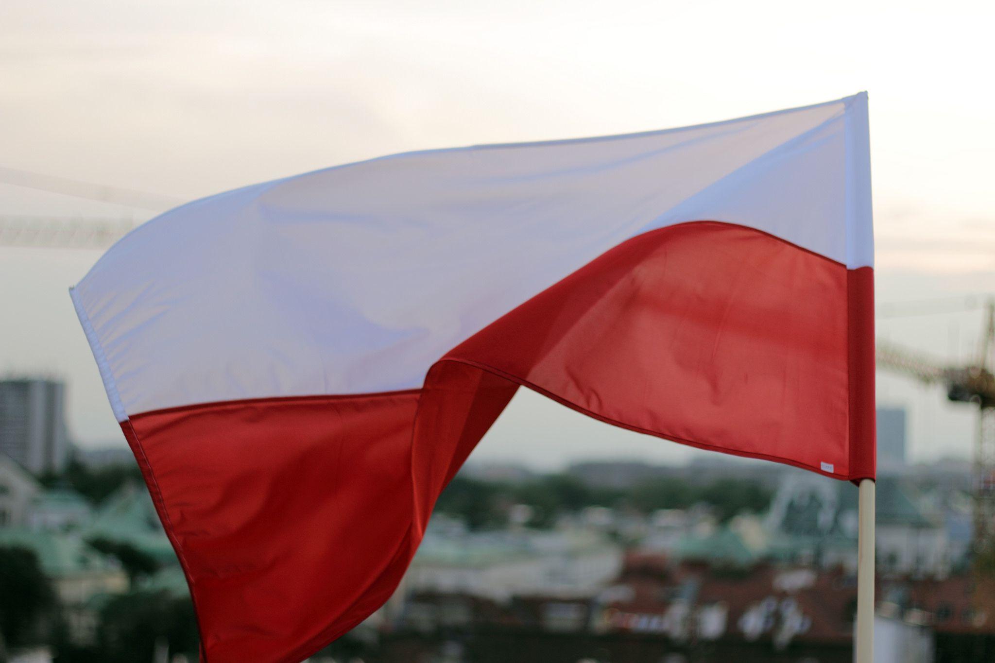 EEEEDrugi dzień maja to Święto Flagi. Wywieś biało-czerwoną i zamanifestuj swoją więź z Ojczyzną, której na imię Polska